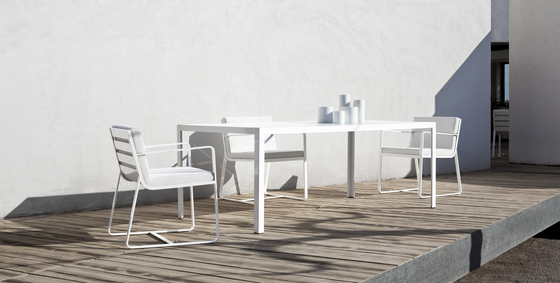 Sit low armchair white by Bivaq