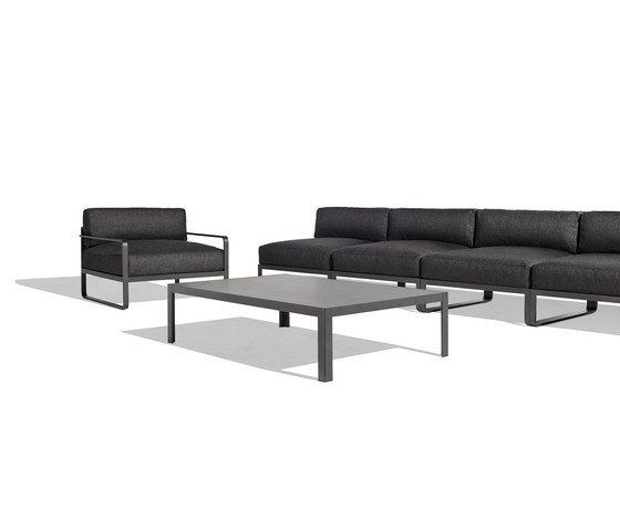 Sit central leg tables by Bivaq