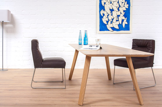 Maverick table by KFF