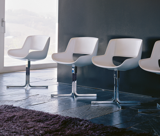 Amaranta Swivel chair by Enrico Pellizzoni