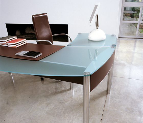 Valeo Bar table by Enrico Pellizzoni