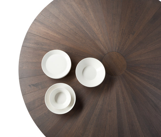 Solid Dining table by Odesi