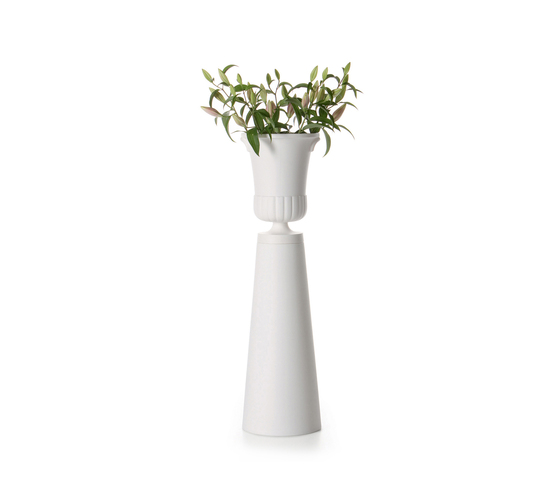container vase foot by moooi
