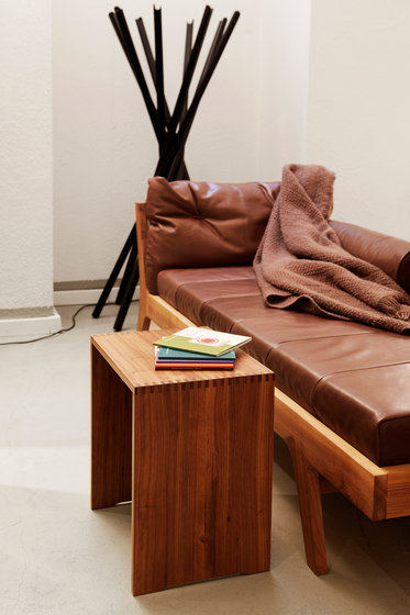 Bill | Ulmer Stool Walnut de wb form ag