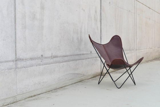 Hardoy Butterfly Chair Blank-Leder Cognac by Manufakturplus