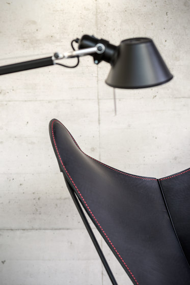 Hardoy | Stool Saddle Leather de Manufakturplus