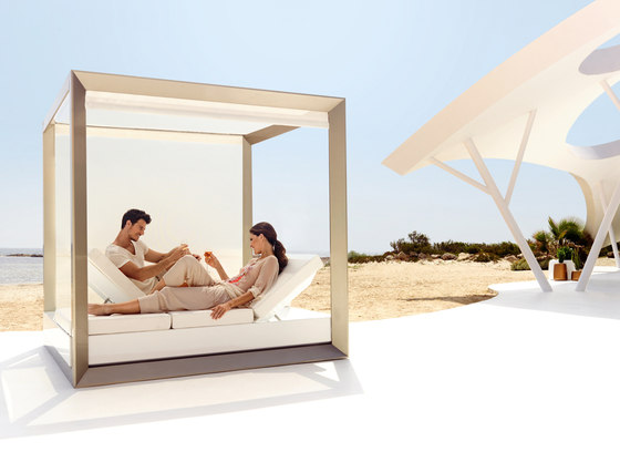Vela daybed by Vondom