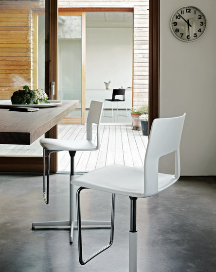 Kobe chair with aluminium legs by Desalto