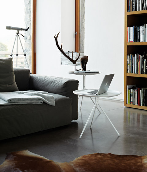 Please side table von Desalto