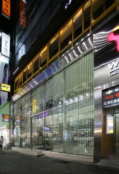powerglass® media façade: SK Telecom de Peter Platz Spezialglas