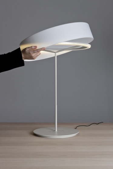Sin S | Table Lamp by Santa & Cole