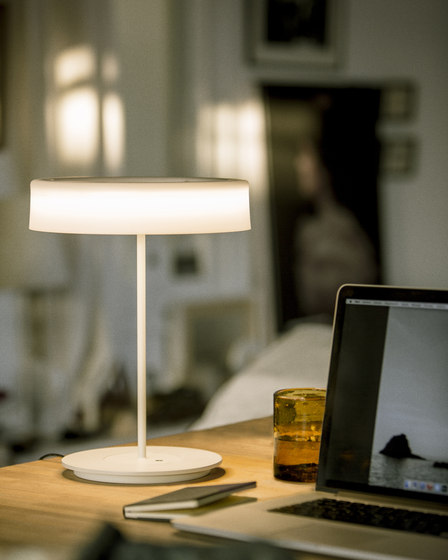 Sin L | Table Lamp by Santa & Cole