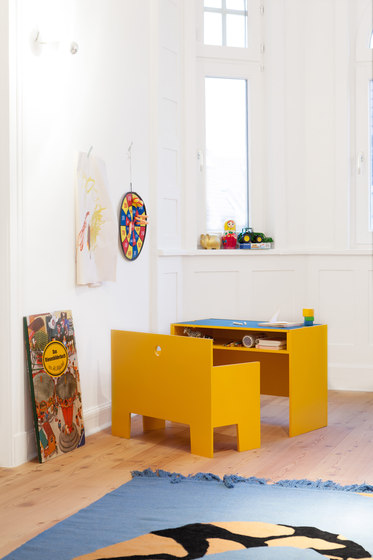 Wonder Box table and bench di Lampert