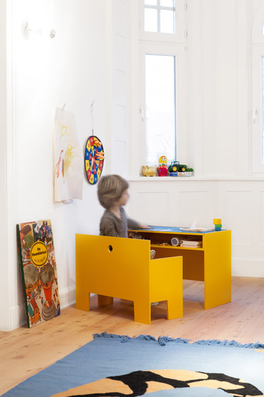 Wonder Box table and bench di Richard Lampert