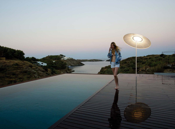 Wind floor lamp de Vibia