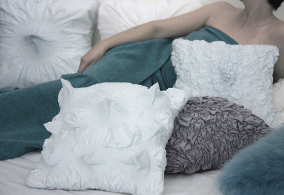 Gorgonia cushion antracite by Poemo Design