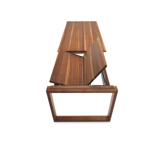 ANDRA Extendable solid wood table di Girsberger