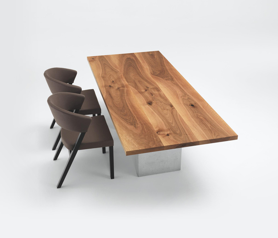 HENRY Table by Girsberger
