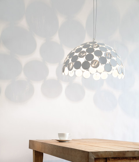 Pin Up hanging lamp di Brand van Egmond