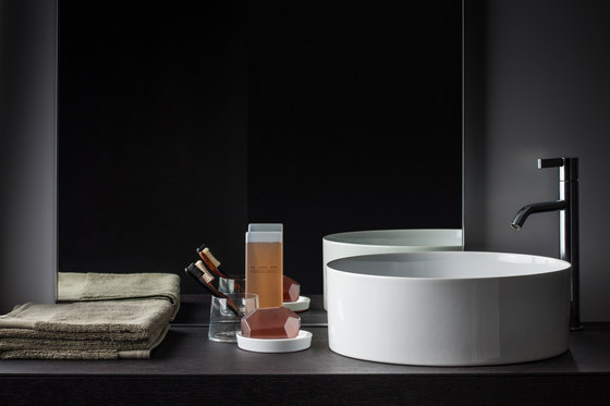 living square | Ceramic shelf by Laufen