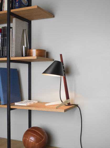 Billy BL Floor Lamp Ilse Crawford Edition de Kalmar