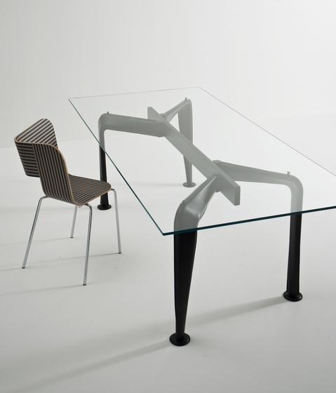 Asymmetrical Table 140 * de Colé