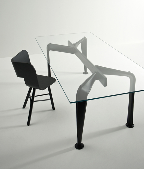 Asymmetrical Table 90 * by Colé