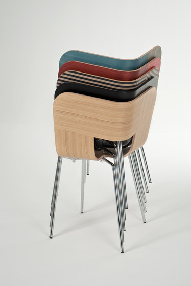 Tria Metal Chair by Colé