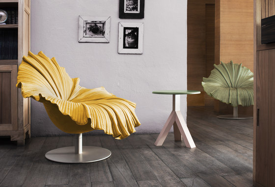 Bloom Easy Armchair de Kenneth Cobonpue