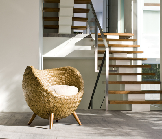 La Luna Easy Armchair de Kenneth Cobonpue