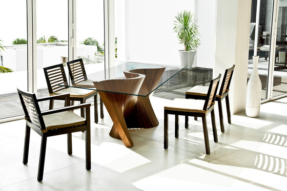 Wave Dining Table de Kenneth Cobonpue