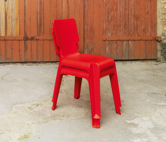 WAIT plastic chair di Authentics