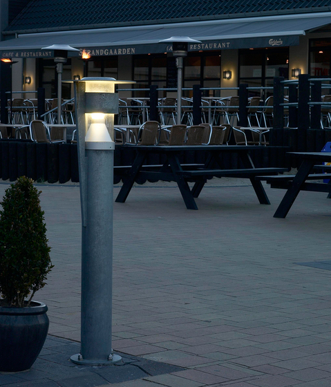 Henne Park post by Cph Lighting