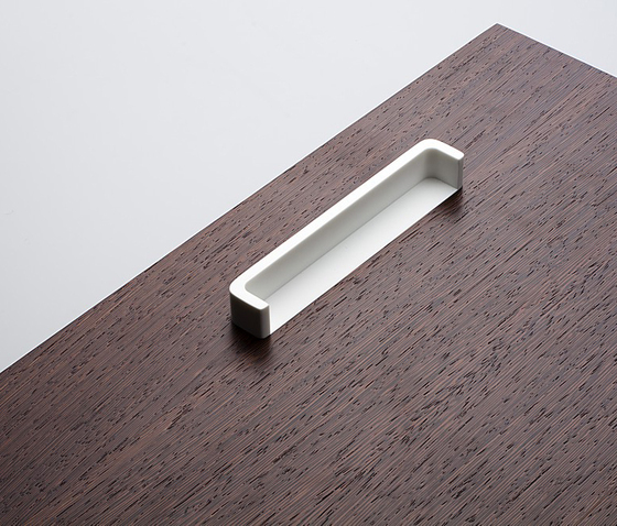 Linie 4 furniture handle by AMOS DESIGN