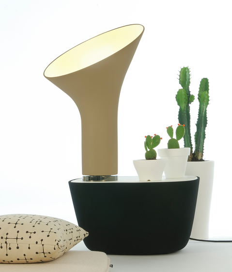 Grace Table lamp di Fambuena