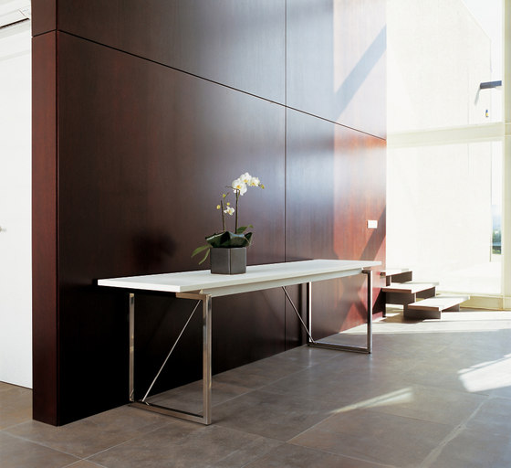 Aire Table by ARIDI