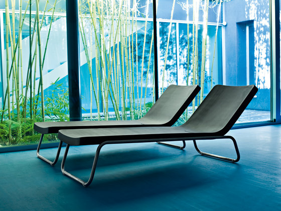 Time Out reclining chaise longue by Serralunga