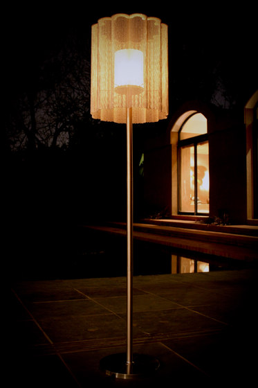 Scalloped Cropped 150 Standing Lamp di Willowlamp