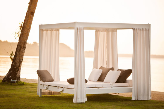 City Camp Daybed with roof de DEDON