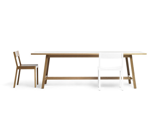 Hawk Dining and Meeting Room Table di Resident