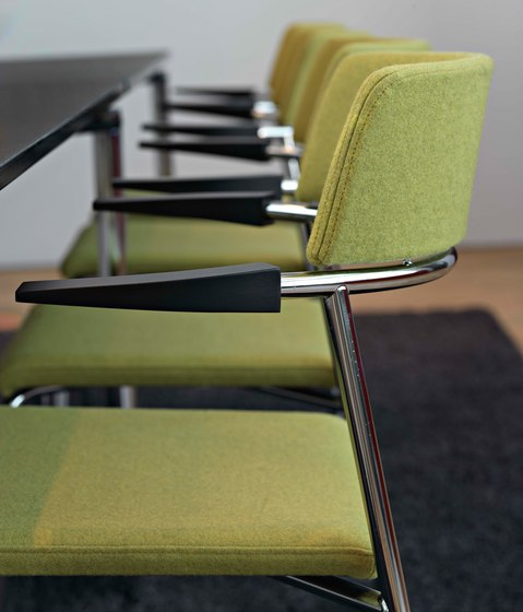 Cirkum chair with armrest by Randers+Radius