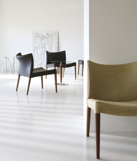 Oscar lounge chair by Ritzwell