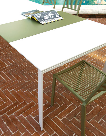 Grande Arche extendible table by Fast