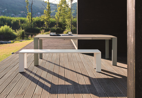 Grande Arche bench by Fast