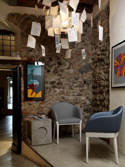 Agata Armchair de ALMA Design