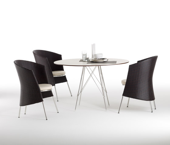 Marilyn square dining table by Point