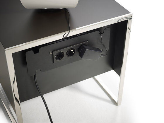 Smart bedside table di Yomei