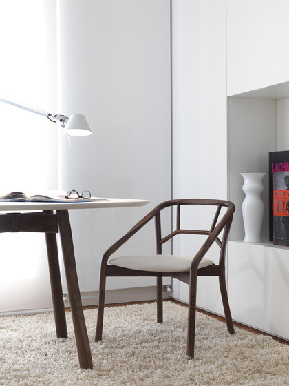 Marnie Armchair de ALMA Design