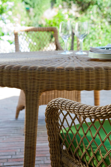 Green square dining table by Point