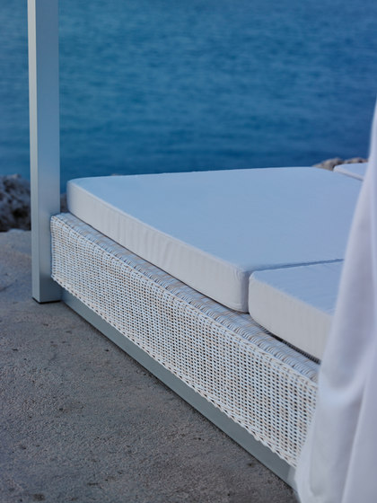 Sunset double sun bed with curtains von Point